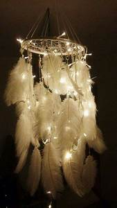 Hanging christmas lights ceiling : Ideas to hang christmas lights in a bedroom shelterness