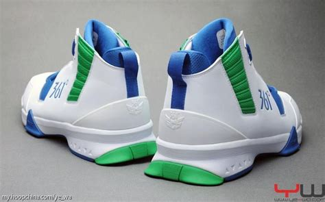 361 Degrees Kevin Love 1 Shoes  Detailed Look  Sole