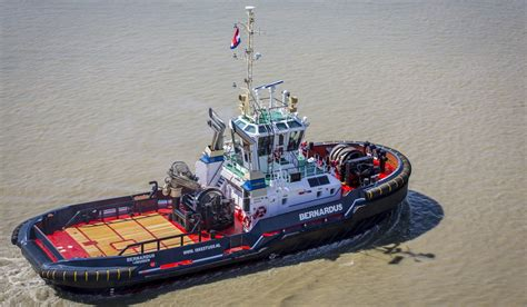 Tugboat Deck by Azimuth Drive Tug 2810 With Optimal Hybrid