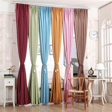 canapé fushia rideaux salon 30 idées de rideaux modernes