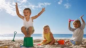 35 Family Beach Gear Items Essential to a Successful Trip ...