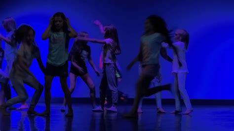 Aiz bailēm apskāviens, Veizāna deju skola - YouTube