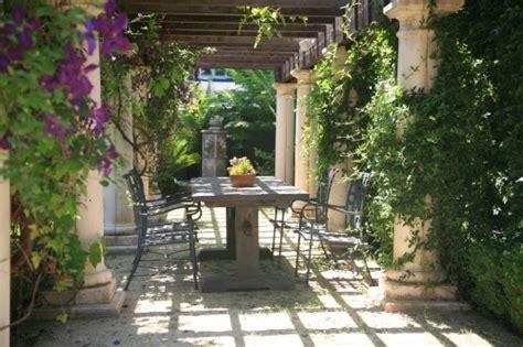 tuscan backyard beginner learn tuscan style backyard landscaping pictures jennifer hudson