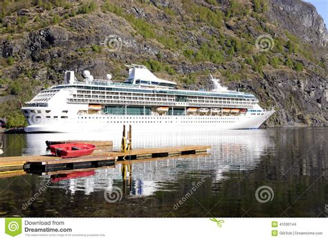 Small Cruise Ships Norwegian Fjords | Fitbudha.com