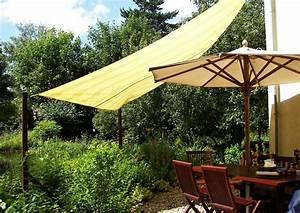 Sonnensegel Für Terrasse : dreieck sonnensegel an der haus terrasse terrassengestaltung ideen ~ Sanjose-hotels-ca.com Haus und Dekorationen