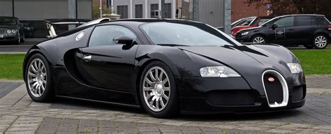 Every element of the chiron is a combination of reminiscence to its history and the most innovative technology. File:Bugatti Veyron 16.4 - Frontansicht (4), 5. April 2012, Düsseldorf.jpg - Wikimedia Commons