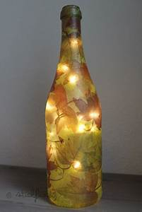 Basteln Mit Serviettentechnik : diy flaschen lampe mit serviettentechnik kata ~ A.2002-acura-tl-radio.info Haus und Dekorationen
