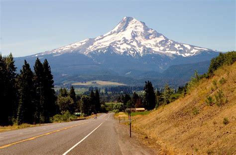 File:Mount Hood Highway, Oregon.jpg - Wikimedia Commons
