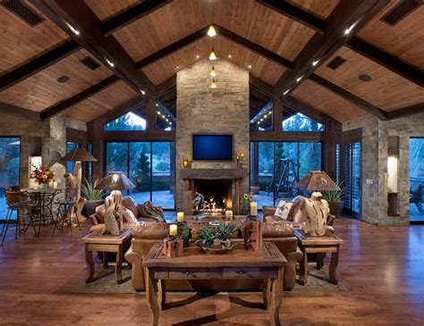 Northern Exposure // Great Room - Rustic - Family Room
