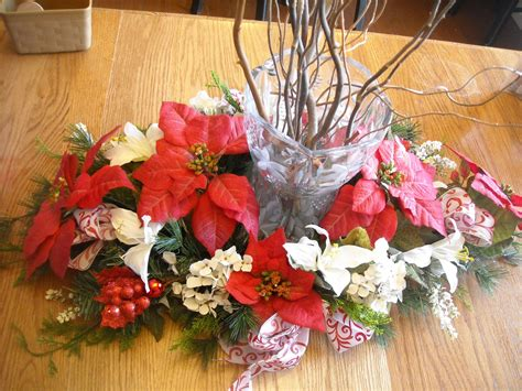 Modish Christmas Table Arrangements With Colorful Flowers