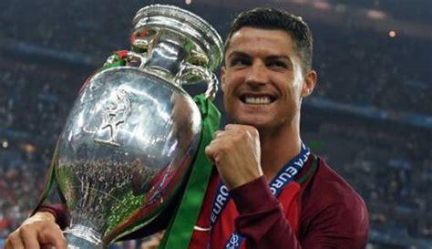 Cristiano Ronaldo Beli Mobil Termahal di Dunia, Harganya ...