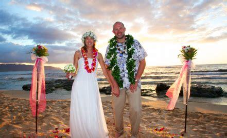 wedding in hawaii hawaiian barefoot weddings get married at the on oahu
