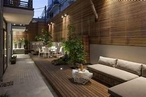 Brise vue en bois sur la terrasse dun appartement de for Wonderful decoration exterieur de jardin 7 decoration salon pour petit appartement