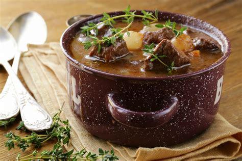 cuisiner un lievre au vin recette de daube de sanglier à la provençale