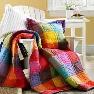 Schöne Tagesdecken Für Betten : die besten 25 tagesdecke ideen auf pinterest tagesdecken f r betten casual schlafzimmer und ~ Bigdaddyawards.com Haus und Dekorationen