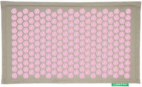 tapis de chs de fleurs tapis ch de fleurs pranamat naturel forme zen