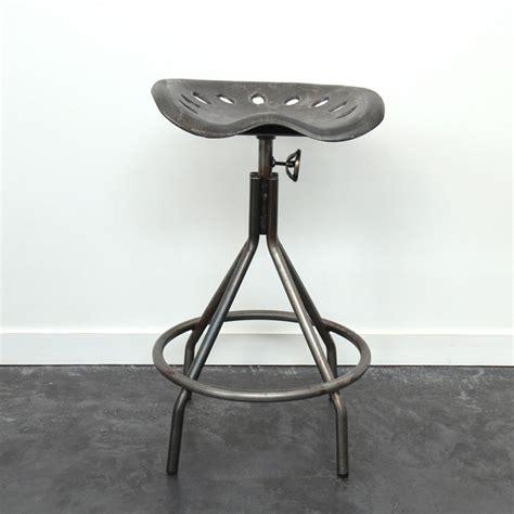 chaise de bureau style industriel tabouret tracteur en métal indutriel et ajustable by drawer