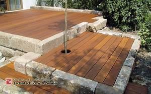 Bau Einer Holzterrasse : eine terrasse aus holz erf llt den traum eines ruhigen ortes zum entspannen im garten der bau ~ Sanjose-hotels-ca.com Haus und Dekorationen