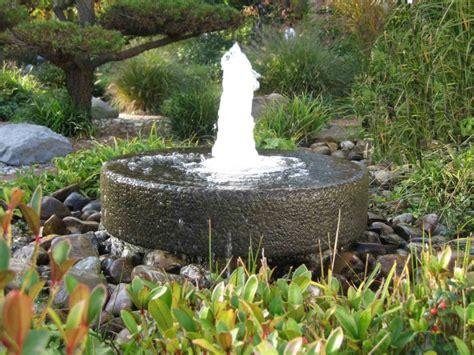 gartenbrunnen aus stein brunnen und wasserspiele im garten selber bauen 70 bilder