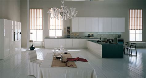 cuisine grise plan de travail bois la laque ou le sommet du luxe dans la cuisine