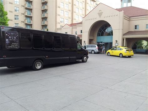 Limo Shuttle Service by Kelowna Airport Shuttle Service Kelowna Limo