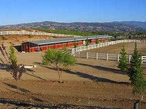 Red barn ranch horse boarding farms in temecula california for Red barn dog kennel
