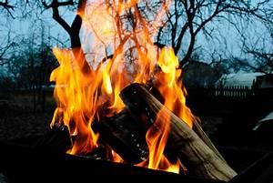 Offenes Feuer Im Garten Bayern : feuerholz ausw hlen lagern und damit heizen ~ Lizthompson.info Haus und Dekorationen