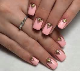 Fashionably sparkly nail art at its best