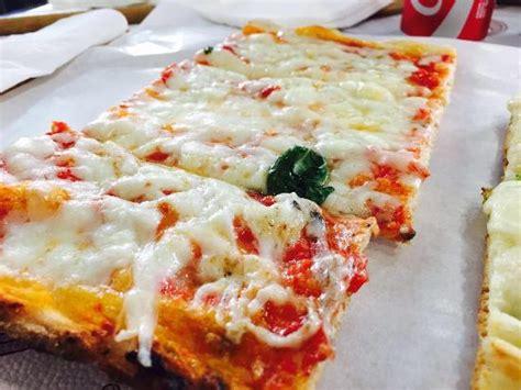 pizzeria fiore di zucca roma pizza ai fiori di zucca e alici e pizza margherita