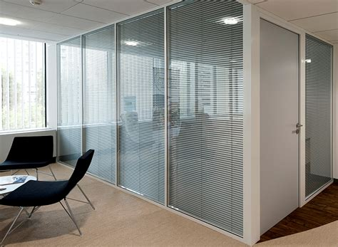 stores de bureau les cloisons de bureau vitrées toute hauteur espace