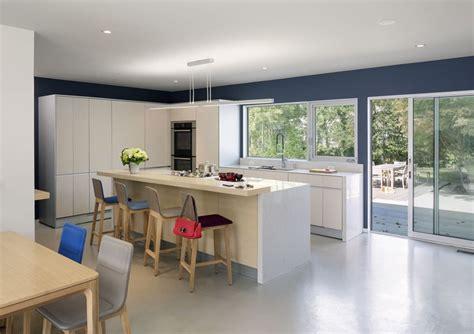 table haute pour cuisine avec tabouret quels genres de chaises choisir pour un îlot de cuisine
