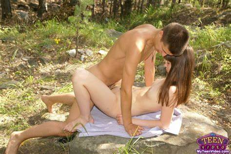 Hottie Stunning Couples Outdoors Penetrated Pics Spy Lady Couples Has Hidden Fucking In The Forest
