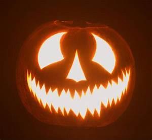Halloween Kürbis Schablone : geschnitzte k rbisse k rbisgesichter zu halloween ~ Lizthompson.info Haus und Dekorationen