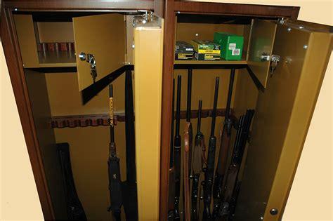 Armadietto Per Armi Sicurezza Armi Custodiamole Con Cura Caccia Passione