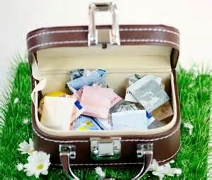 hochzeitsgeschenke verpacken geld hochzeitsgeschenke geld geldgeschenke zur hochzeit schön verpackt als minireisekoffer