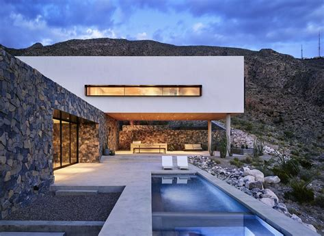 Modern Houses : In The Foothills Of Franklin Mountains