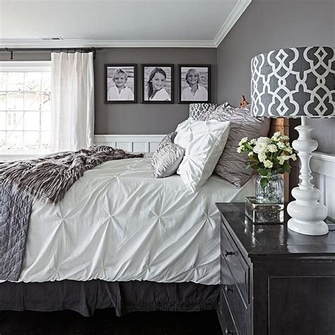 Bedroom Decor Ideas In Grey by Gorgeous Gray And White Bedrooms Traditional Home