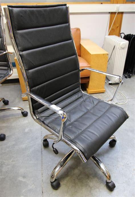 garniture de bureau en cuir lot 28 1 unite fauteuil de bureau en metal chrome avec
