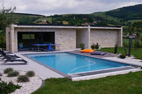 renovation cuisine bois avant apres pool house contemporain piscine lyon par piegay