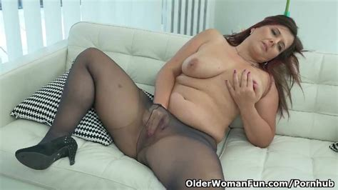 European Milf Riona Exposes Her Womanly Curves In Nylon