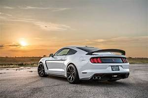 Watch A Blown Shelby GT350R Dominate A Viper: Video