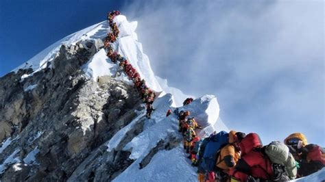mount everest  crowded  climbers  edition