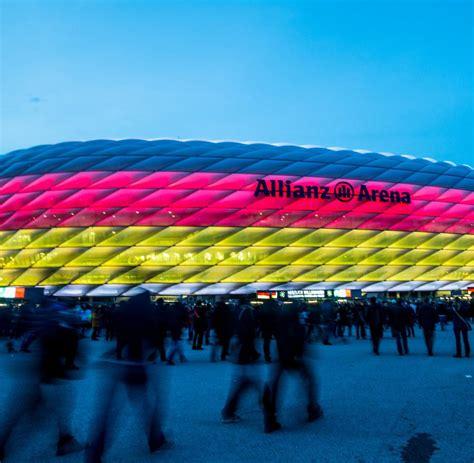 (9.6.2021) an sämtlichen spieltagen der uefa euro 2020, also nicht nur zu den in münchen ausgetragenen spielen, gilt auf. Fußball-EM 2021 Spielplan: Alle Spiele & Gruppen - mit PDF ...