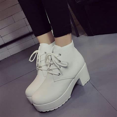 Autumn Winter Ladies Round Lace Retro Boots With