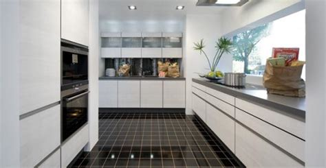 carrelage cuisine noir brillant cuisine sans poign 233 e photo 14 25 avec du carrelage noir m 233 ga brillant