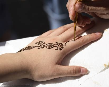 We would like to show you a description here but the site won't allow us. Motif Henna Tangan Sederhana Trend 2018