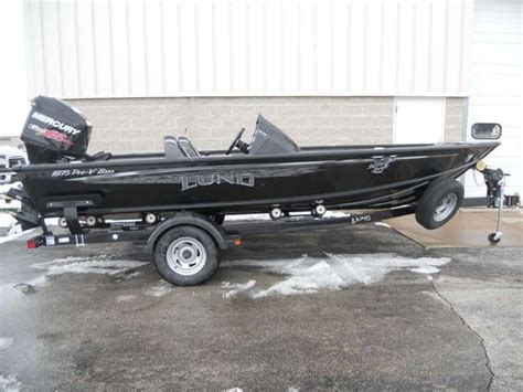 Lund Boats Vs Tracker by Lund 2016 1875 Pro V Bass Lund Fishing Boats