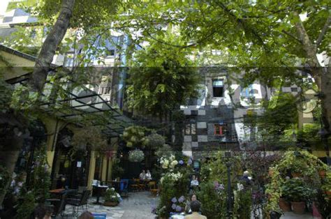 Blickwinkel  Cafe Im Garten Des Hundertwasserkunsthauses