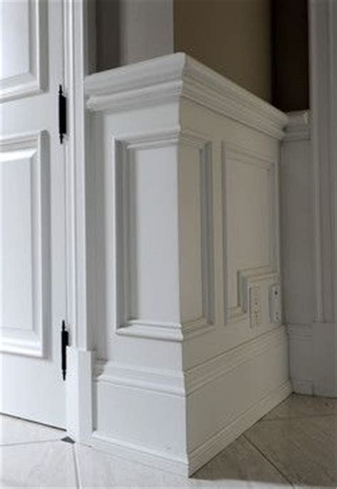 View Of Outside Corner Of Wainscot Molding #wainscoting