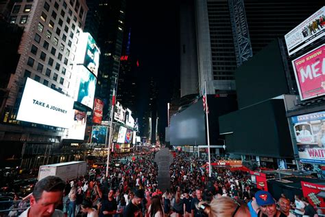 ny power outage knocks  subways businesses elevators